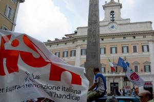 Manifestazione davanti a Montecitorio