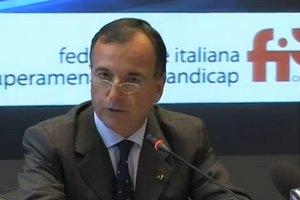 Il Ministro Franco Frattini durante la conferenza stampa