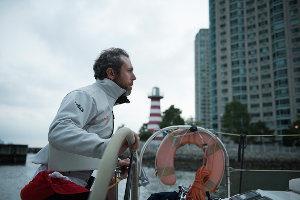 Andrea Stella al timone del suo catamarano